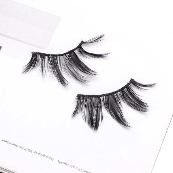 A Pair of Makeup Beauty Theatrical Feather False Eyelashes Reusable Eyelashes with Pro Glue - Black
