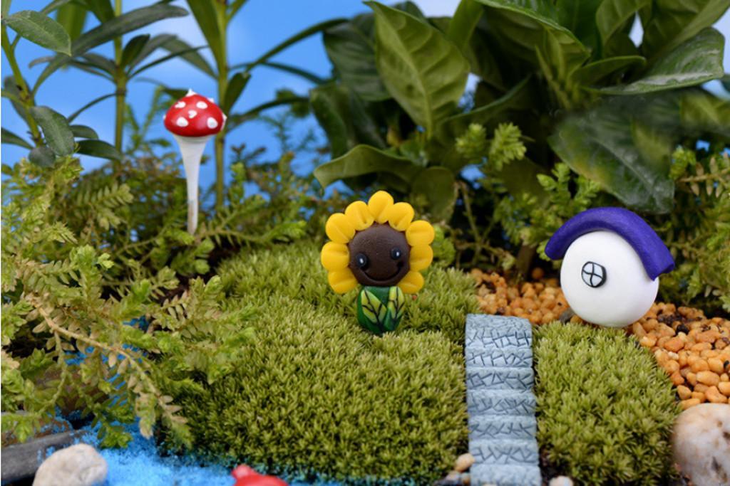 Mini Resin Sunflower Moss Landscape Ornaments Accessories Garden Decor 1pcs