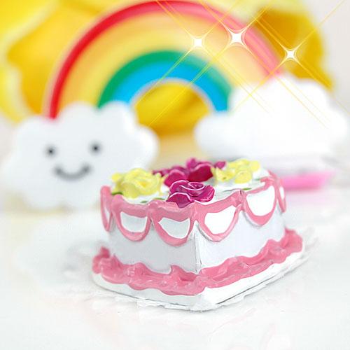 1/12 Dollhouse Miniature Heart - Shaped Cream Cake