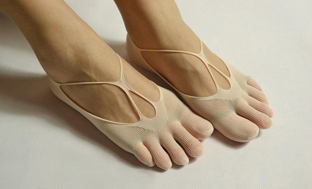 Footful Ladies Mesh Fishnet Elastic Ankle Boat Socks Five Toes 1 Pair Nude